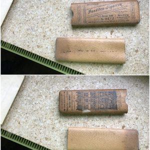 Asam 00011 Eingemauerte Zigarrenschachtel mit inliegendem Dokument